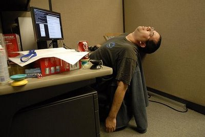 High Tech Desk coolest tech » how a desk job affects the body: 3 basic things