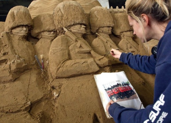 Sand-Sculptures-Exhibited-At-Tottori-Dune-004-580x4181
