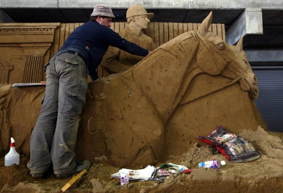Sand-Sculptures-Exhibited-At-Tottori-Dune-012-580x3961