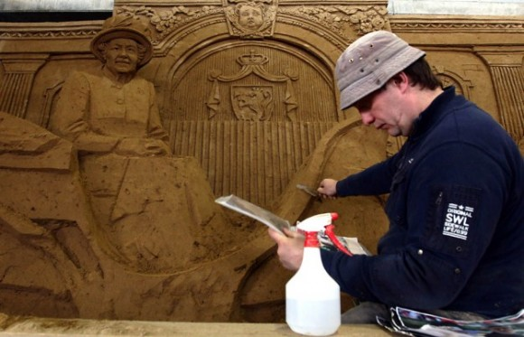 Sand-Sculptures-Exhibited-At-Tottori-Dune-014-580x3731