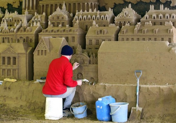Sand-Sculptures-Exhibited-At-Tottori-Dune-007-580x4051